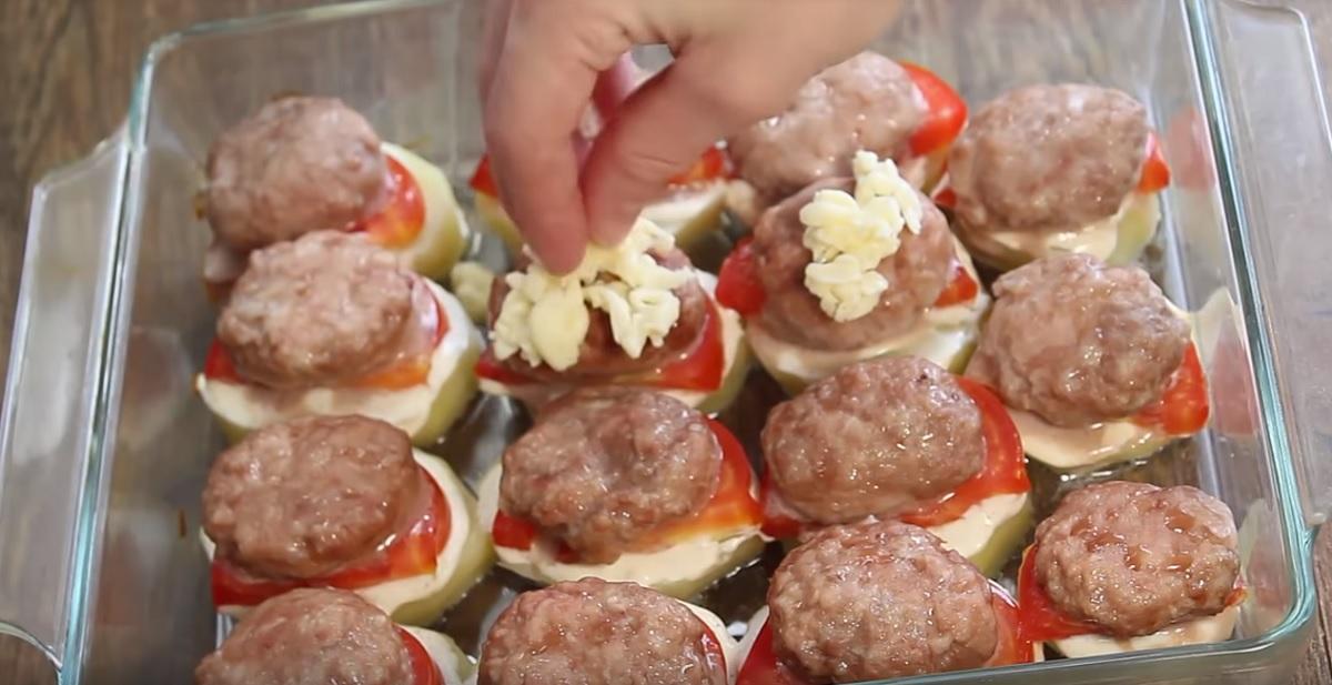 http://retete-usoare.eu/wp-content/uploads/2019/06/Cartofi-cu-carne-tocat%C4%83-4.jpg